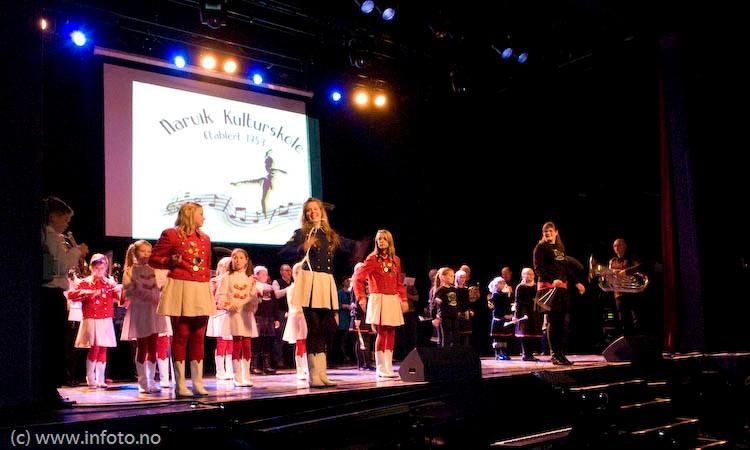 2009-01-17-narvik-skolekor-stormonstring